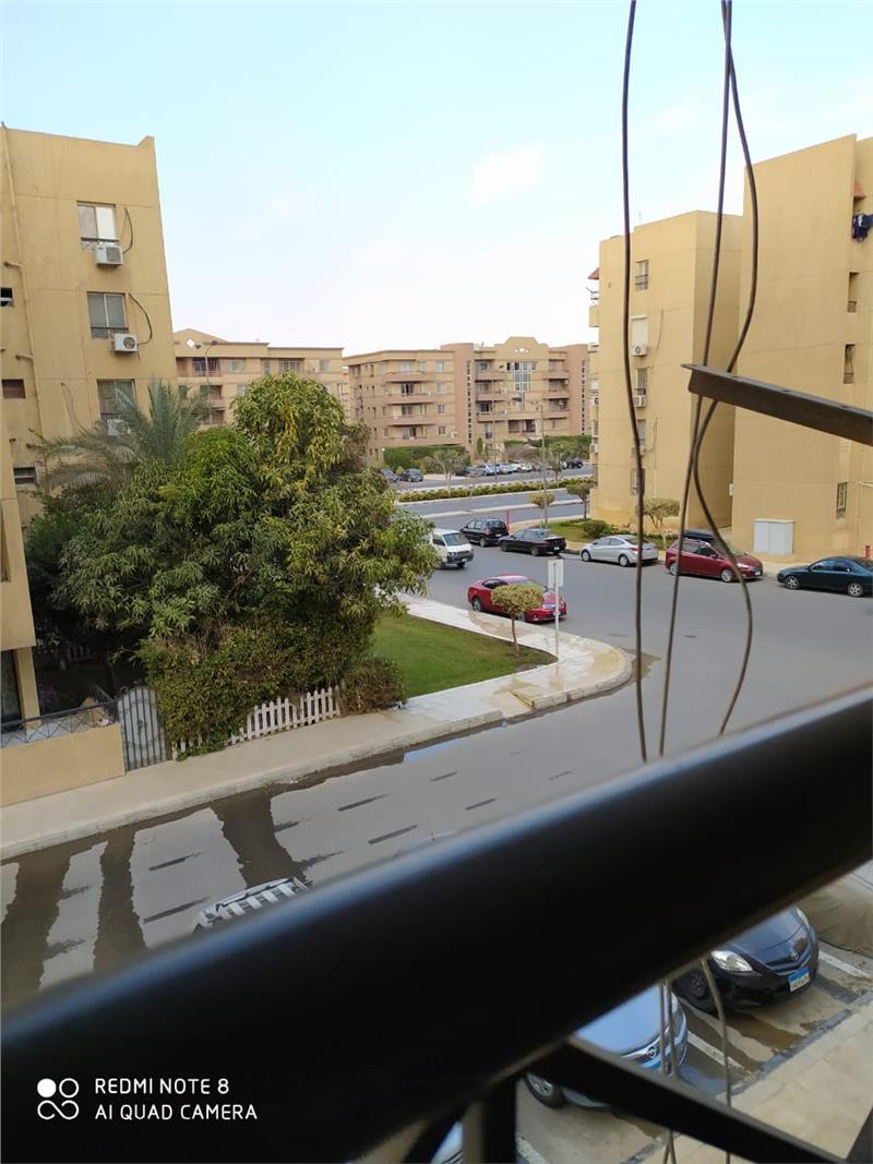 ب الرحاب شقة 90 م2 بحري وغربي للبيع كاش تطل على شارع